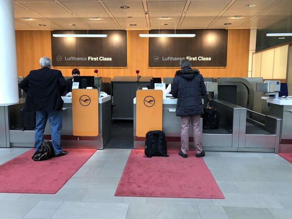 Lufthansa First Class Checkin