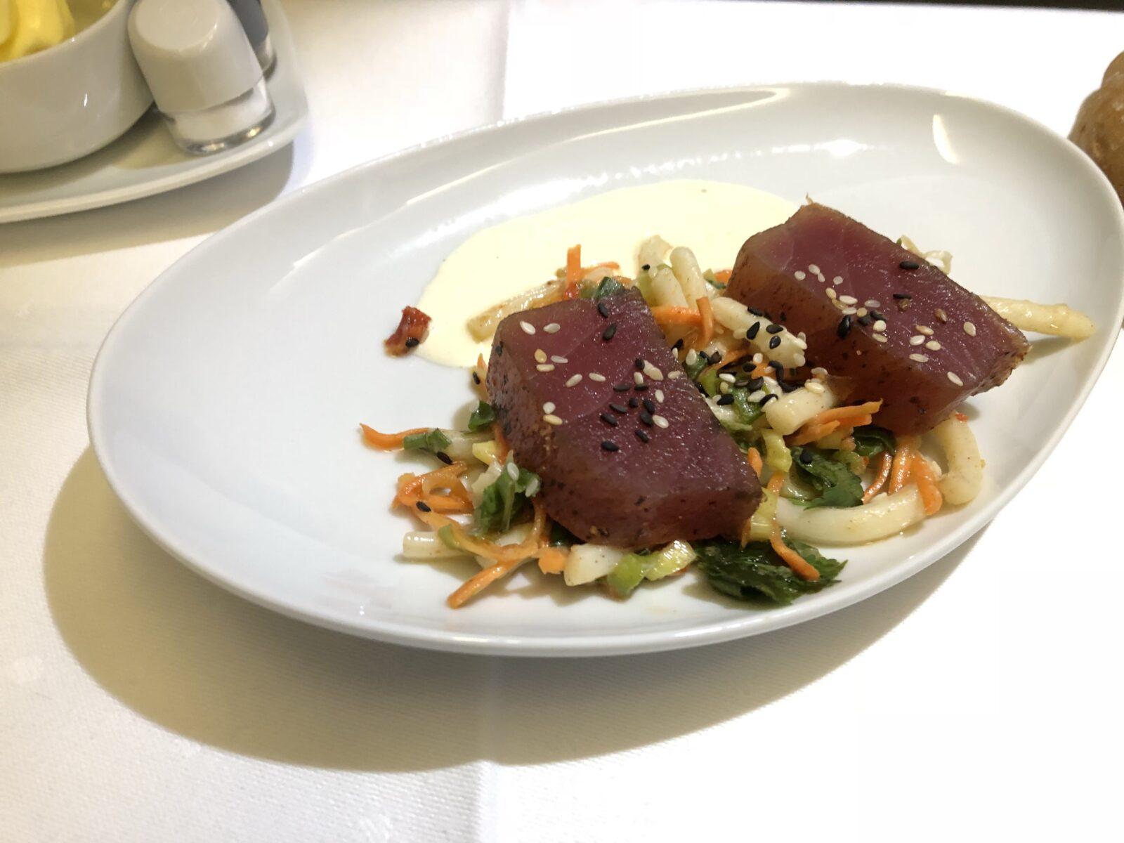 Vorspeise: geräucherter Thunfisch