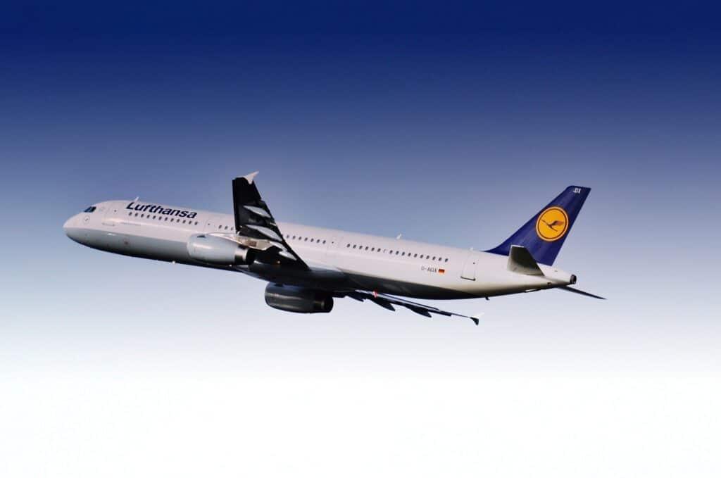 Lufthansa Kurzstreckenflugzeug günstiger mit Miles & More Prämienmeilen fliegen